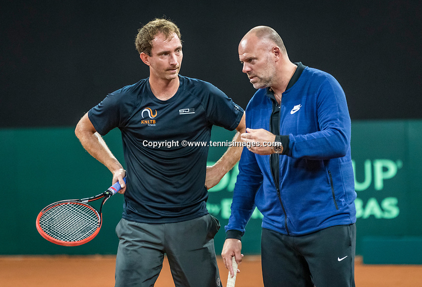 The Hague, The Netherlands, September 11, 2017,  Sportcampus , Davis Cup Netherlands - Chech Republic, training, Matwe Middelkoop (NED) with coach Raymond Knaap (R)<br /> Photo: Tennisimages/Henk Koster