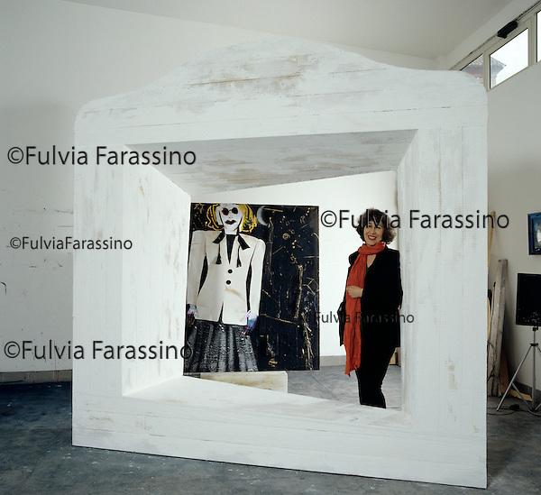 Roma, 1993, Giosoni Fioretta nel suo studio; Rome, 1993, Giosoni fioretta in her studio