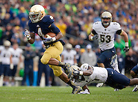 George Atkinson III (4) escapes Navy Midshipmen cornerback Brendon Clements (1) for a first quarter TD.