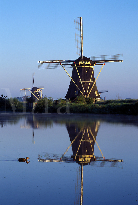 Holland, windmill, canal, Kinderdijk, Netherlands, Zuid-Holland, Europe, Mills of Kinderdijk, Working windmills along a canal in Kinderdijk.