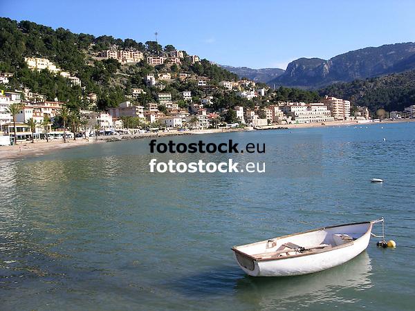 Bay of Puerto de S&oacute;ller at the west coast of Majorca<br /> <br /> Bah&iacute;a de Puerto de S&oacute;ller (Port Soller) en la costa este de Mallorca<br /> <br /> Bucht von Puerto de S&oacute;ller an der Westk&uuml;ste von Mallorca<br /> <br /> 2272 x 1704 px<br /> 150 dpi: 38,47 x 28,85 cm<br /> 300 dpi: 19,24 x 14,43 cm