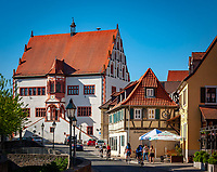 Germany, Bavaria, Lower Franconia, Dettelbach: the late medieval townhall at townhall square in old town | Deutschland, Bayern, Unterfranken, Dettelbach: das spaetmittelalterlilche Rathaus am Rathausplatz in der Altstadt