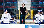 Stockholm 2015-09-30 Ishockey Hockeyallsvenskan AIK - Leksands IF :  <br /> Leksands tr&auml;nare huvudtr&auml;nare Sjur Robert Nilsen reagerar under matchen mellan AIK och Leksands IF <br /> (Foto: Kenta J&ouml;nsson) Nyckelord:  AIK Gnaget Hockeyallsvenskan Allsvenskan Hovet Johanneshov Isstadion Leksand LIF tr&auml;nare manager coach arg f&ouml;rbannad ilsk ilsken sur tjurig angry depp besviken besvikelse sorg ledsen deppig nedst&auml;md uppgiven sad disappointment disappointed dejected portr&auml;tt portrait