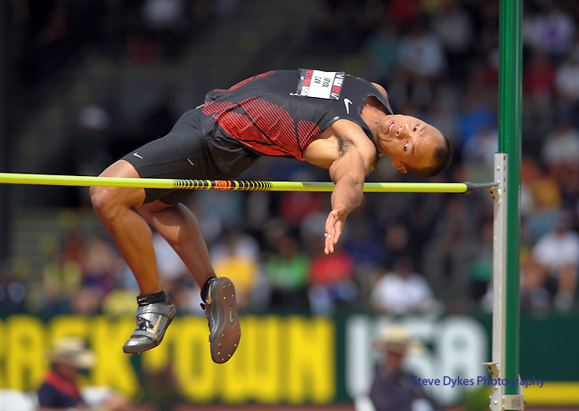 Brian Clay clears the high jump bar in the men's decathlon at the U.S. Outdoor Track and Field Championships in Eugene, Oregon June 23, 2011.  REUTERS/Steve Dykes (UNITED STATES)