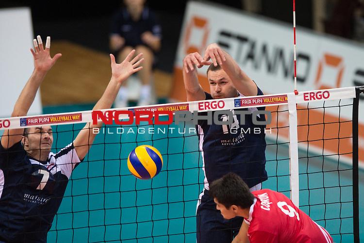 04.01.2014, MHP Arena, Ludwigsburg<br /> Volleyball, Qualifikation WM 2014, T&uuml;rkei / Tuerkei vs. Kroatien<br /> <br /> Block / Doppelblock Sime Vulin (#7 CRO), Andelko Cuk (#14 CRO) - Angriff Serhat Coskun (#9 TUR)<br /> <br />   Foto &copy; nordphoto / Kurth
