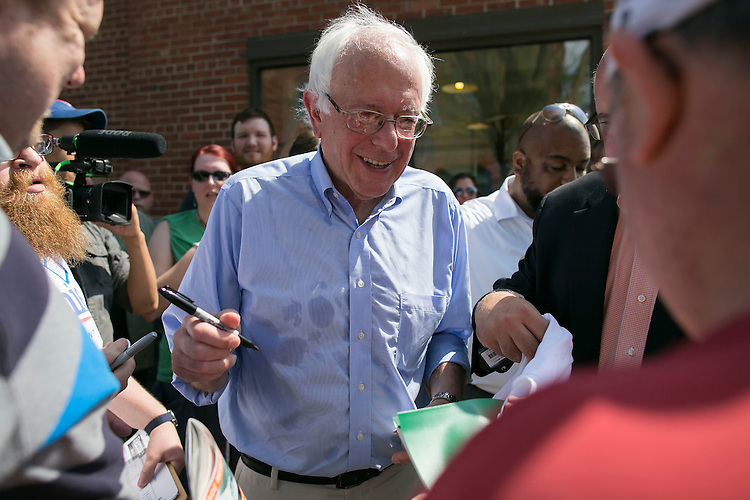 UNITED STATES - August 16: Sen. Bernie Sanders, D-Vt., signs baseballs and shirts after speaking at the Cedar Rapids Field Headquarters Opening in Marion, Iowa, on Sunday, August 16, 2015. (Photo By Al Drago/CQ Roll Call)