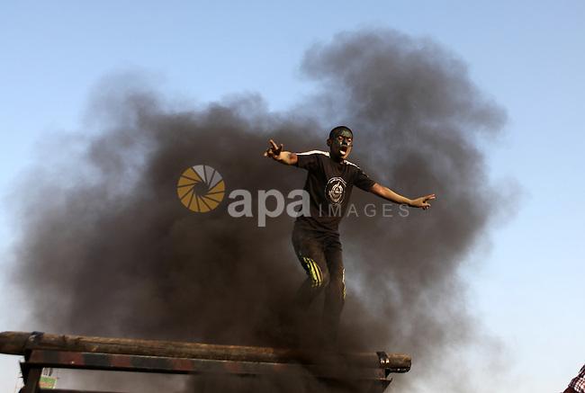 A Palestinian youth demonstrates his skills during a graduation ceremony of a military-style summer camp organized by the Hamas movement in Gaza City June 19, 2014. Hamas stages dozens of military-style summer camps for young Palestinians in the Gaza strip to prepare them to confront any possible Israeli attack, organisers said. Photo by Ezz Zanoun