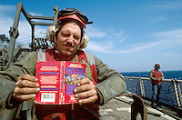 - US Navy, flight deck staff on amphibious assault ship Whidbey Island....- US Navy, personale ponte di volo a bordo della nave da assalto anfibio Whidbey Island