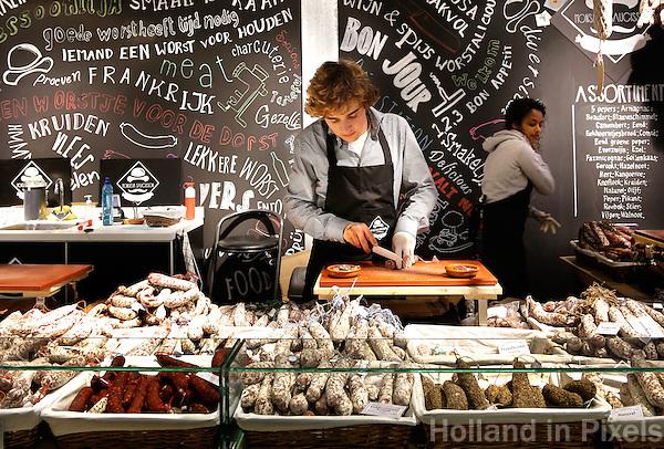 Rotterdam- De Markthal te Rotterdam is een woon- en winkelgebouw met inpandige markthal, gesitueerd bij Blaak. De opening vond plaats op 1 oktober 2014 . Monsieur Saucisson worst
