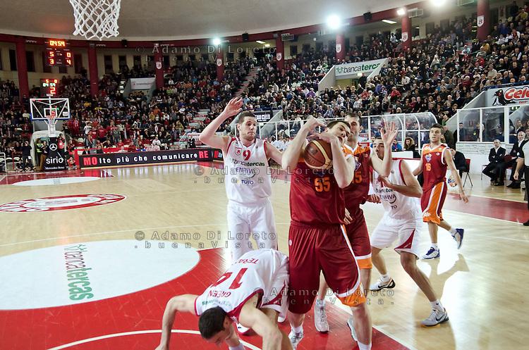 TERAMO 27/12/2011 - BASKET LEGA SERIE A1 CAMPIONATO 2011 - 2012: INCONTRO BANCA TERCAS TERAMO - ACEA ROMA..NELLA FOTO SLOKAR UROS ROMA CON LA PALLA TRA LE MANI.FOTO DI LORETO ADAMO