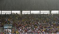 FUSSBALL WM 2014  VORRUNDE    GRUPPE G USA - Deutschland                  26.06.2014 Trotz starkem Regen sind die Fans im Stadion bester Laune. Kein Wunder sie sitzen ja auch uberdacht
