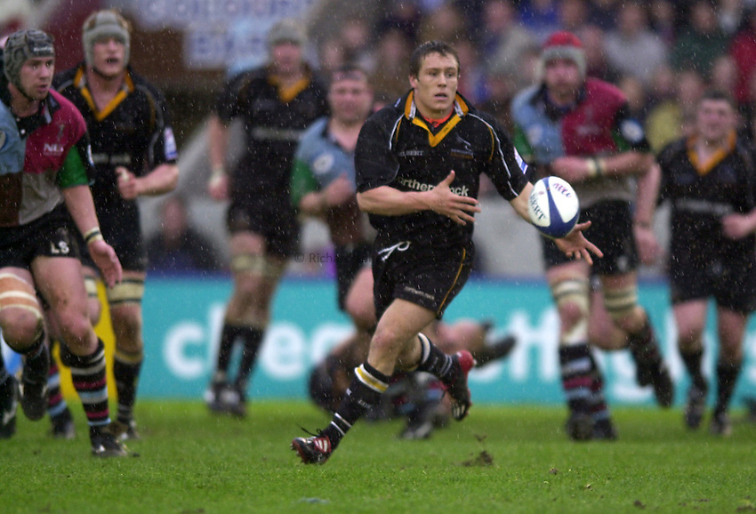 Photo. Richard Lane. .Harlequins v Newcastle at the Stoop, London. Zurich Premiership Rugby. 16-3-2002.Jonny Wilkinson