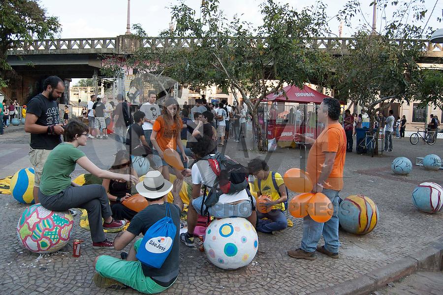BELO HORIZONTE-MG-15.09.2013-Primeira virada cultural de Belo Horizonte- desenhos e pintura no viaduto Sta. Teresa- domingo,15-(Foto: Sergio Falci / Brazil Photo Press)