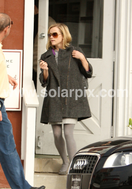 **ALL ROUND PICTURES FROM SOLARPIX.COM**.**WORLDWIDE SYNDICATION RIGHTS EXCEPT FOR USA, AUSTRALIA & GERMANY**.Reese Witherspoon was spotted having lunch with a friend at the Country Mart in Brentwood, California, USA. Tuesday 2nd December 2008..JOB REF: 8057 LAS       DATE: 02_12_2008.**MUST CREDIT SOLARPIX.COM OR DOUBLE FEE WILL BE CHARGED* *UNDER NO CIRCUMSTANCES IS THIS IMAGE TO BE REPRODUCED FOR ANY ONLINE EDITION WITHOUT PRIOR PERMISSION*