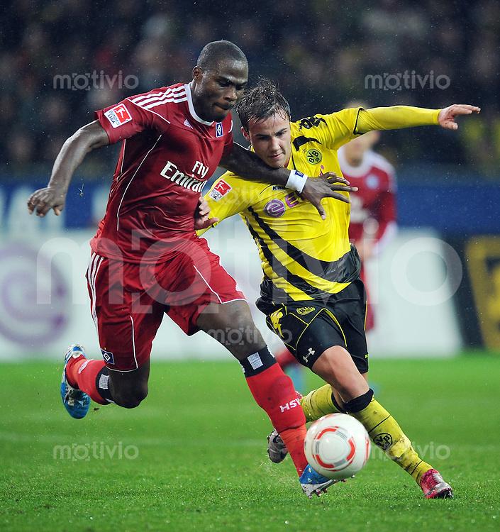 FUSSBALL   1. BUNDESLIGA   SAISON 2010/2010   12. SPIELTAG Borussia Dortmund - Hamburger SV                          12.11.2010 Guy DEMEL (li, Hamburg) gegen Mario GOETZE (re, Dortmund)