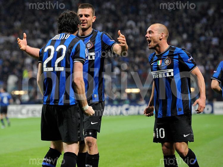 FUSSBALL  International  Champions League  SAISON 2009/2010    Inter Mailand  - FC Barcelona      20.04.2010 JUBEL Diego Milito, Wesley Sneijder (v. li., Inter)