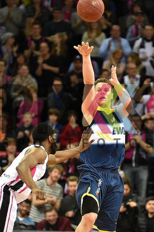Am Ball Oldenburgs Nr4 Christopher Kramer im Spiel Telekom Baskets Bonn - EWE Baskets Oldenburg.<br /> <br /> Foto &copy; P-I-X.org *** Foto ist honorarpflichtig! *** Auf Anfrage in hoeherer Qualitaet/Aufloesung Belegexemplar erbeten Veroeffentlichung ausschliesslich fuer journalistisch-publizistische Zwecke For editorial use only