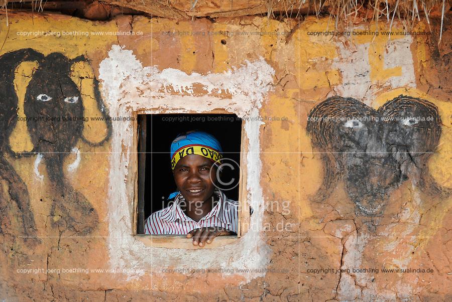ANGOLA Kwanza Sul, rural development project, woman in her clay hut in village Cassombo / ANGOLA Kwanza Sul, laendliches Entwicklungsprojekt ACM-KS, Dorf Cassombo, Frau Felismina Napitango 43 Jahre