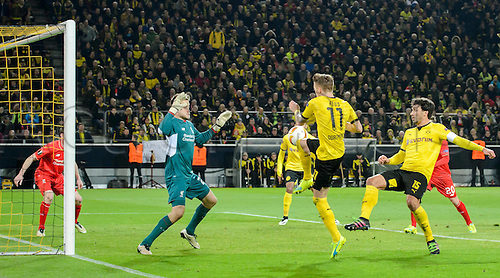 07.04.2016. Dortmund, Germany. Europa League quarterfinal. Borussia Dortmund versus Liverpool FC at the Signal Iduna Park Dortmund. Dortmunds Marco Reus has his header saved by Liverpools keeper Simon Mignolet.