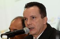 """SAO PAULO, 16 DE JULHO DE 2012 - ELEICOES 2012 RUSSOMANO -  o candidato  Celso Russomanno (PRB) em Ciclo de Debates """"A Construção do Desenvolvimento Sustentado"""",evento que promove a parceria com Apeop, Secovi-SP, Sinaenco, SindusCon e Sinicesp, na sede do Instituto de Engenharia, na Vila Mariana, regiao sul da capital, na manha desta segunda feira. FOTO: ALEXANDRE MOREIRA - BRAZIL PHOTO PRESS"""