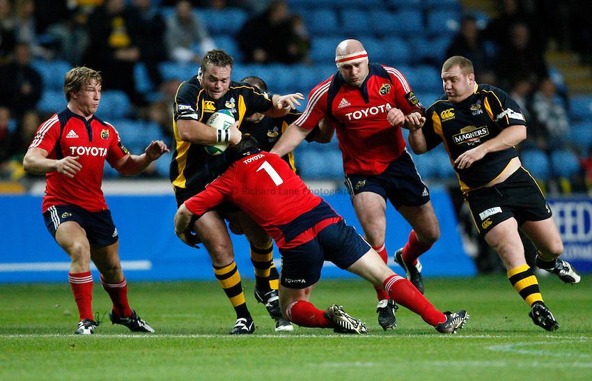 Photo: Richard Lane/Richard Lane Photography..London Wasps v Munster Rugby. Heineken Cup. 10/11/2007. .Wasps' Nick Adams attacks.