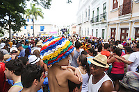 OLINDA, PE, 23.02.2014 - CARNAVAL / PERNAMBUCO / OLINDA - Folioes durante o bloco Ta Maluco na ruas do Centro Historico de Olinda, neste domingo, 23. (Foto: William Volcov / Brazil Photo Press).