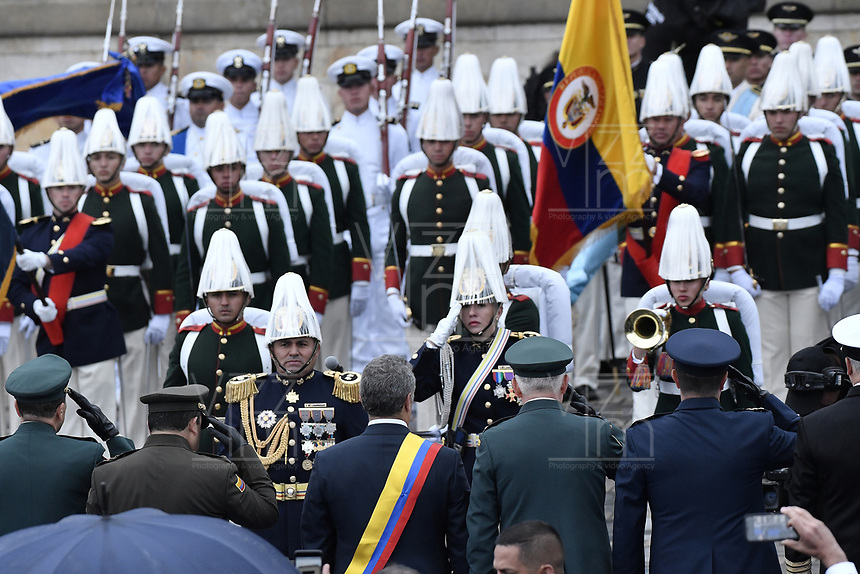 BOGOTÁ - COLOMBIA, 07-08-2018: Ivan Duque, recibe los honores militares después de tomar posesión como presidente de Colombia para el período constitucional 2018 - 22 durante ceremonia en la Plaza Bolívar el 7 de agosto de 2018 en Bogotá, Colombia. / Ivan Duque, receives the military honors after he takes office to constitutional term as president 2018 - 22 at Plaza Bolivar on August 7, 2018 in Bogota, Colombia. Photo: VizzorImage/ Gabriel Aponte / Staff