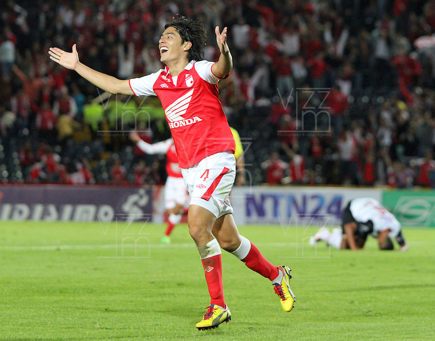 BOGOTA - COLOMBIA- 25 -05- 2013: Jairo Suárez  jugador de Santa Fe celebra su gol  contra  CúcUta  partido  jugado en el estadio El Campín de la ciudad de Bogotá, mayo 25  de 2013. juego por la  fecha Diez  y Siete  de la Liga Postobon I. (Foto: VizzorImage / Felipe Caicedo / Staff).Playe  Jairo SuárezSanta Fe celebrates his goal against Cúcuta match played at El Campin in Bogota, May 25, 2013. game date of Ten and Seven League  I. . (Foto: VizzorImage / Felipe Caicedo / Staff).