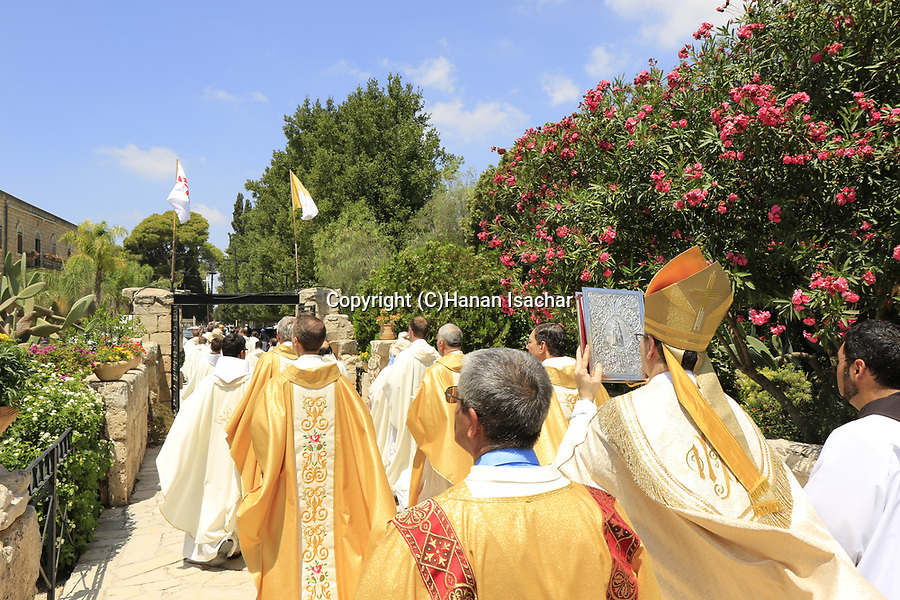 Israel, Mount Tabor, the procession from the Franciscan Church of the Transfiguration to the Descentibus Chapel on the Feast of the Transfiguration