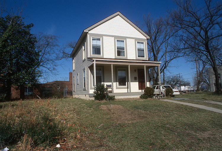 1994 February 16..Conservation.Central Brambleton..739 MALTBY AVENUE.HOUSE IMPROVEMENTS.PLUMBLINE MINISTRIES HOUSE...NEG#.NRHA#..