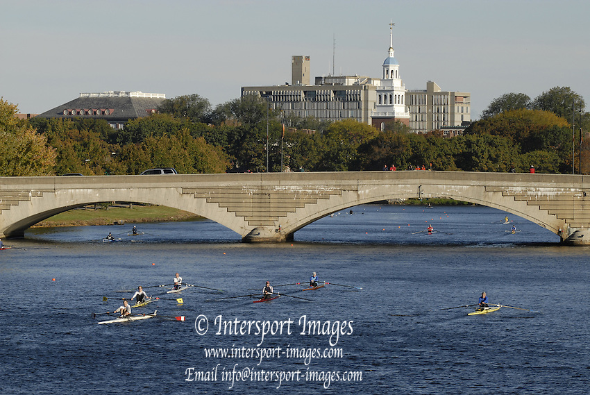 Boston, Massachusetts, Grand Masters men's Single M1X, I looking up river towards the Western Ave Bridge, Singles, competing in the Forty second Head of the Charles, 21/10/2006.  Photo  Peter Spurrier/Intersport Images...[Mandatory Credit, Peter Spurier/ Intersport Images] Rowing Course; Charles River. Boston. USA
