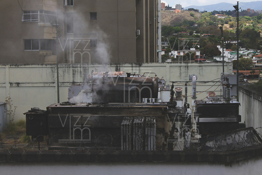 CARACAS - VENEZUELA, 11-03-2019:  Situación de una sub estación eléctrica durante el 4° día de apagón que afectó Caracas y 22 estados de Venezuela debido a un fallo en Guri (Estado de Bolívar), una de las mayores represas de generación de energía eléctrica en América Latina, solo superada por la de Itaipú (entre Brasil y Paraguay). / Situation of a sub electrical station during the 4th day of electricity power outage that affected Caracas and 22 states of Venezuela due to a failure in Guri (State of Bolívar), one of the largest electric power generation dams in Latin America, second only to that of Itaipú ( between Brazil and Paraguay). Photo: VizzorImage / Carolain Caraballo / Cont