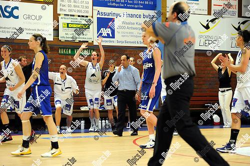 2012-04-21 / Basketbal / seizoen 2011-2012 / Kangoeroes Boom - Ieper / Kabo viert de overwinning..Foto: Mpics.be