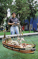 Remote control boat in Parque Lincoln, Polanco, Mexico City, September, 2005