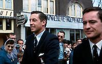 Jean BŽliveau et Robert Rousseau prs du Forum de MontrŽal, 9 mai 1966