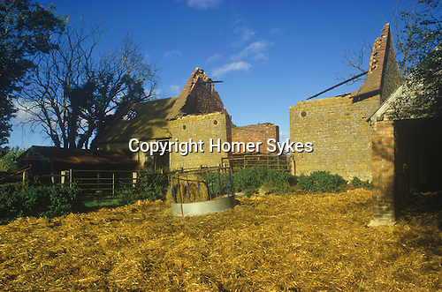 Great Tew Oxfordshire 1980s. Butlers Barn Banbury Road.
