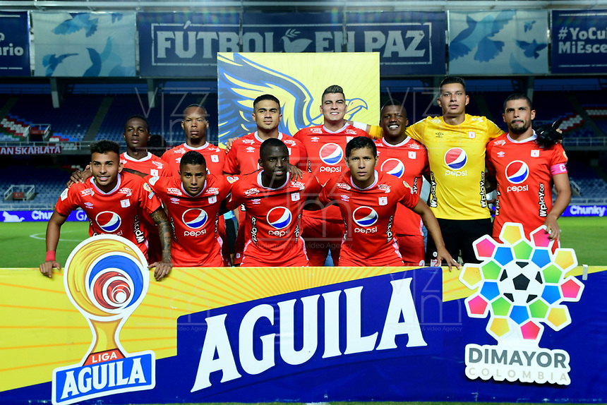 CALI - COLOMBIA, 09-10-2019: Jugadores del América posan para una foto previo al partido por la date 16 de la Liga Águila II 2019 entre América de Cali y Unión Magdalena jugado en el estadio Pascual Guerrero de la ciudad de Cali. / Players of America pose to a photo prior match for the date 16 as part of Aguila League II 2019 between America de Cali and Union Magdalena played at Pascual Guerrero stadium in Cali. Photo: VizzorImage / Nelson Rios / Cont