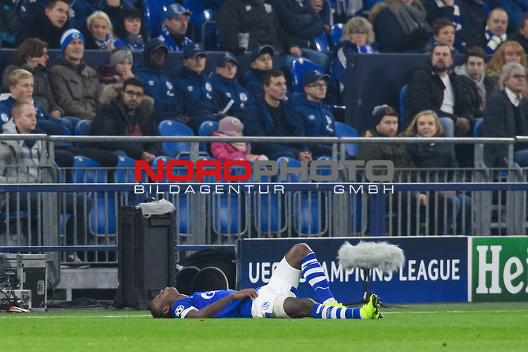 11.12.2018, VELTINS Arena, Gelsenkirchen, Deutschland, GER, UEFA Champions League, Gruppenphase, Gruppe D, FC Schalke 04 vs. FC Lokomotiv Moskva / Moskau<br /> <br /> DFL REGULATIONS PROHIBIT ANY USE OF PHOTOGRAPHS AS IMAGE SEQUENCES AND/OR QUASI-VIDEO.<br /> <br /> im Bild Hamza Mendyl (#3 Schalke) verletzt<br /> <br /> Foto &copy; nordphoto / Kurth