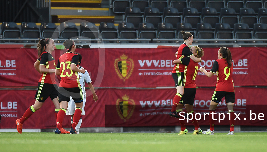 20170613 - LEUVEN ,  BELGIUM : Belgian players celebrating their equalizer pictured during the female soccer game between the Belgian Red Flames and Japan , a friendly game before the European Championship in The Netherlands 2017  , Tuesday 13 th Juin 2017 at Stadion Den Dreef  in Leuven , Belgium. PHOTO SPORTPIX.BE | DIRK VUYLSTEKE