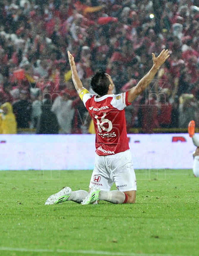 BOGOTA - COLOMBIA -27 -01-2015: Daniel Torres, jugador de Independiente Santa Fe, celebra el titulo de la Super Liga 2015, en el estadio Nemesio Camacho El Campin de la ciudad de Bogota.   / Daniel Torres, player of Independiente Santa Fe, celebrates the title of the Super Liga 2015 at the the Nemesio Camacho El Campin Stadium in Bogota city. Photo: VizzorImage / Luis Ramirez / Staff.