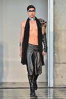 LISBOA, PORTUGAL, 14 DE MARÇO 2015 - LISBOA FASHION WEEK -  Modelo durante desfile da grife Valentim Quaresma durante Lisboa Fashion Week na cidade de Lisboa em Portugal ness sabado, 14. (Foto: Bruno de Carvalho / Brazil Photo Press).