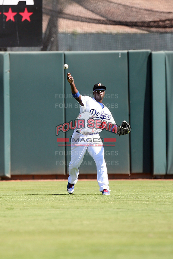 Trayvon Robinson - Phoenix Desert Dogs - 2010 Arizona Fall League.Photo by:  Bill Mitchell/Four Seam Images..