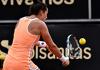 BOGOTA - COLOMBIA – 15 – 04 - 2017: Lara Arruabarrena de España, devuelve la bola a Francesca Schiavone de Italia, durante partido por el Claro Colsanitas WTA, que se realiza en el Club Los Lagartos de la ciudad de Bogota. / Lara Arruabarrena from Spain, returns the ball to Francesca Schiavone from Italy, during a match for the WTA Claro Colsanitas, which takes place at Los Lagartos Club in Bogota city. Photo: VizzorImage / Luis Ramirez / Staff.