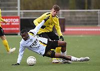 SCT MENEN - OLSA BRAKEL :<br /> Yves Kabanda N'Sanga (wit) gaat neer in een duel met Donovan Habbas (achter)<br /> <br /> Foto VDB / Bart Vandenbroucke