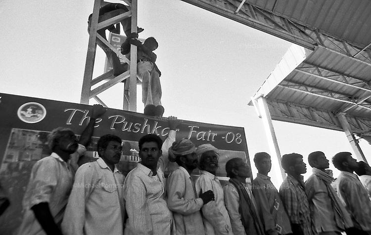 11.2008 Men watchiing an event in the stadium during the Pushkar fair.<br /> <br /> Hommes en train de regarder un évènement dans le stade pendant la foire de Pushkar.