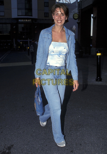 CLAIRE SWEENEY.28 May 2001.full length.ref:10877.www.capitalpictures.com.sales@capitalpictures.com.©Capital Pictures