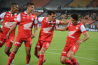 MEDELLIN - COLOMBIA -29-03-2014: Los jugadores de Independiente Santa Fe celebran el gol anotado al Atletico Nacional durante partido Atletico Nacional y el Independiente Santa Fe por la fecha 13 de la Liga Postobon I 2014, jugado en el estadio Atanasio Girardot de la ciudad de Medellin.  / The players of Independiente Santa Fe celebrate a scored goal to Atletico Nacional during a match Atletico Nacional Independiente Santa Fe for the date 13th of the Liga Postobon I 2014 at the Atanasio Girardot stadium in Medellin city. Photo: VizzorImage. / Luis Rios / Str