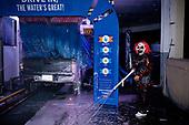 """PHOENIX, ARIZONA, USA, 10/2016<br /> People dressed up during a 'Haunted Car Wash' charity fundraising event. <br /> (Photo by Piotr Malecki / Napo Images)<br /> <br /> PHOENIX, ARIZONA, USA, 10/2016<br /> Przebrany mezczyzna podczas imprezy dobroczynnej """"Haunted Car Wash"""" w myjni samochodowej.<br /> Fot: Piotr Malecki / Napo Images<br /> <br /> <br />  ###ZDJECIE MOZE BYC UZYTE W KONTEKSCIE NIEOBRAZAJACYM OSOB PRZEDSTAWIONYCH NA FOTOGRAFII###"""