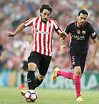 Athletic de Bilbao's Benat Etxebarria (l) and FC Barcelona's Sergio Busquets during La Liga match. August 28,2016. (ALTERPHOTOS/Acero)