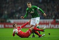 FUSSBALL   1. BUNDESLIGA    SAISON 2012/2013    12. Spieltag   SV Werder Bremen - Fortuna Duesseldorf               18.11.2012 Adam Bodzek (li, Fortuna Duesseldorf) gegen Aaron Hunt (re, SV Werder Bremen)